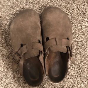 BIRKENSTOCK BOSTON CLOG. Size 38. Tan Suede.